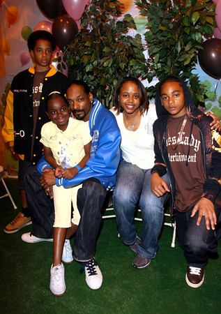 snoop with family