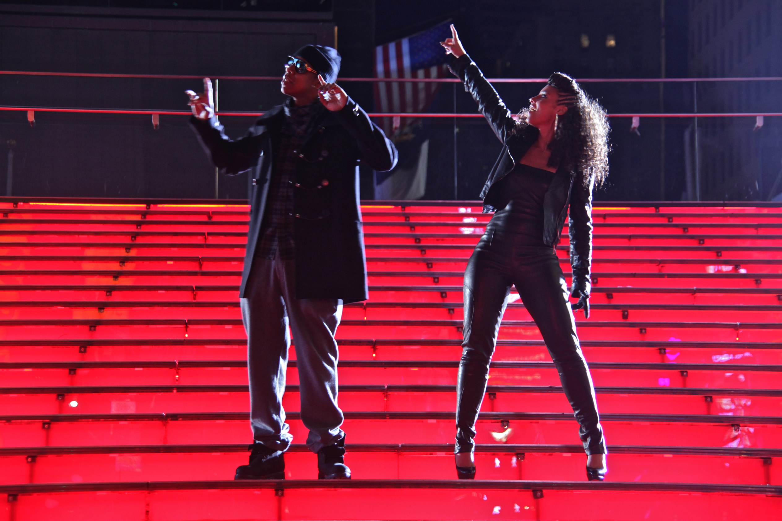 http://ashcan.files.wordpress.com/2009/11/jayz-aliciakeys-empire-state-of-mind-video-shoot-1.jpg